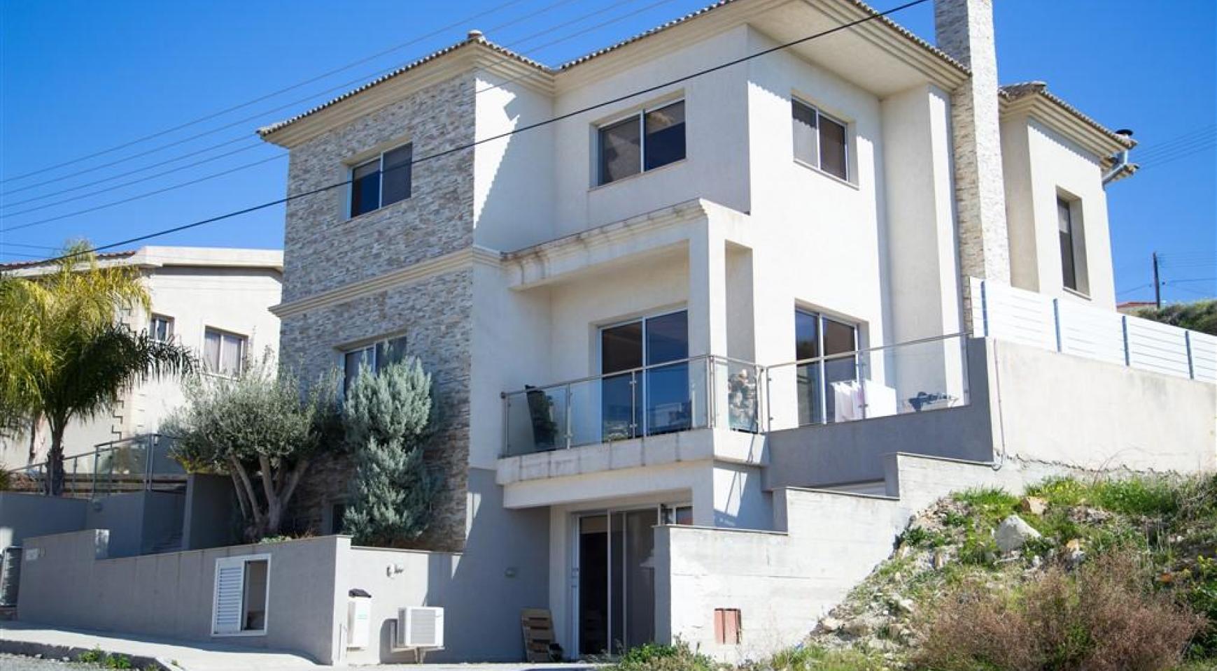 Spacious 3 Bedroom House in Agios Athanasios - 1