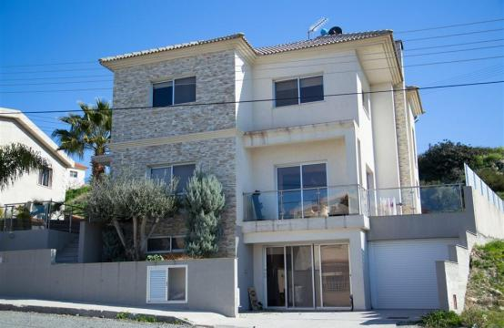 Spacious 3 Bedroom House in Agios Athanasios
