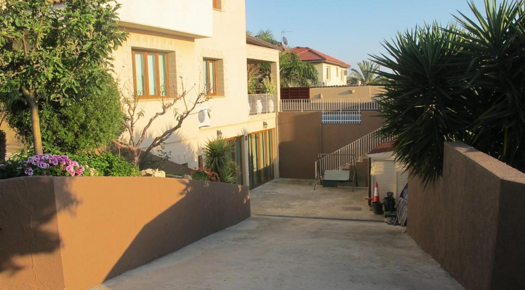 Spacious 5 Bedroom Villa in Potamos Germasogeia - 8