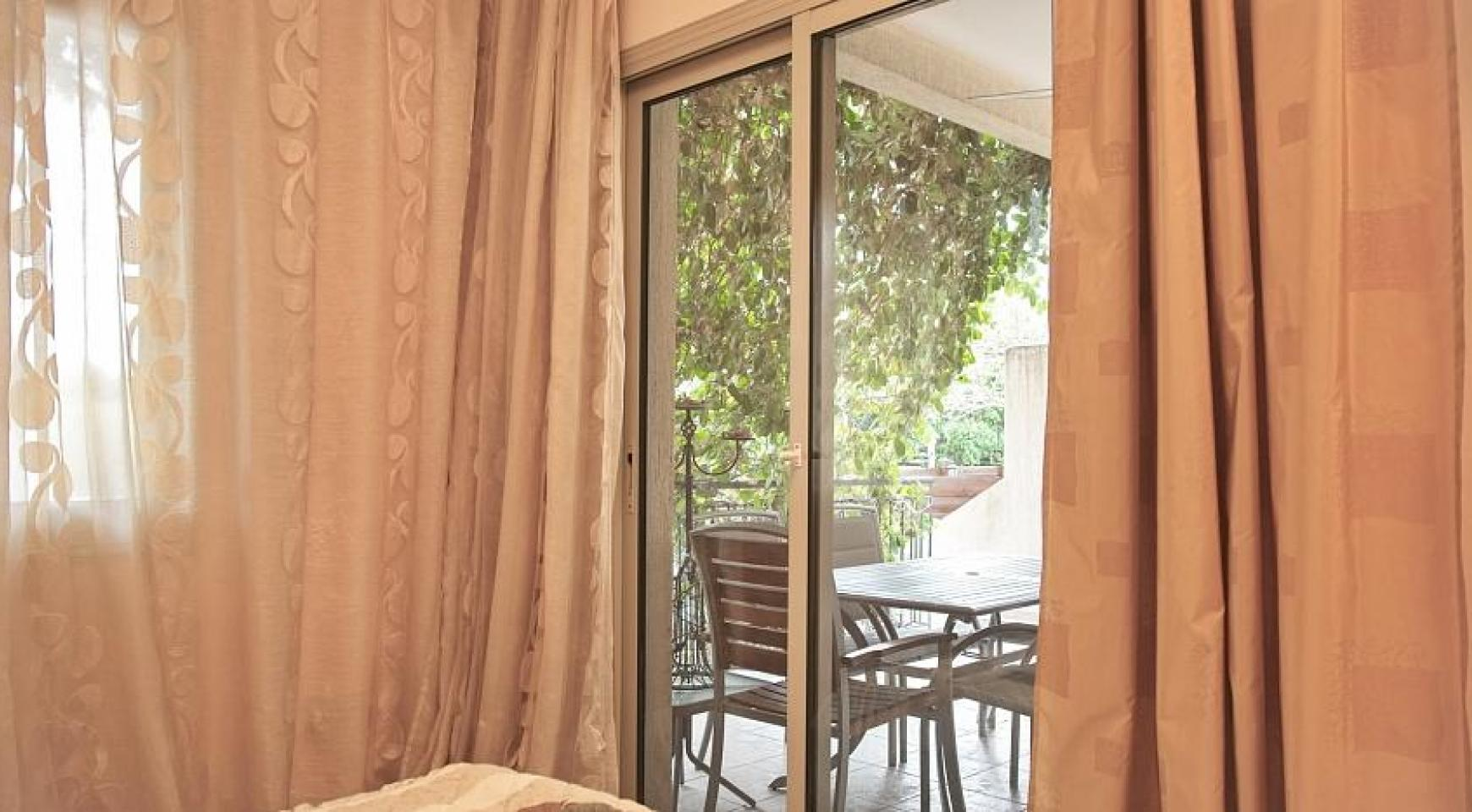 2 Bedroom Apartment with Private Garden - 8