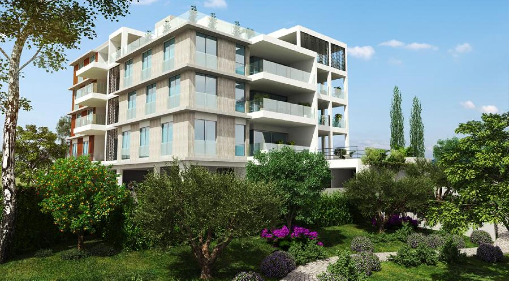 Spacious 3 Bedroom Apartment with Private Garden - 3