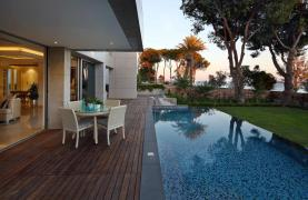 Exclusive 4 Bedroom Apartment with Sea Views - 13