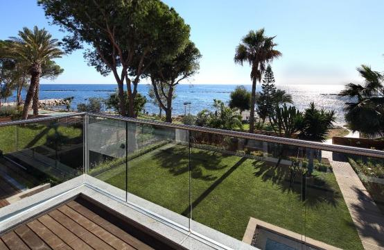 Exclusive 4 Bedroom Apartment with Sea Views