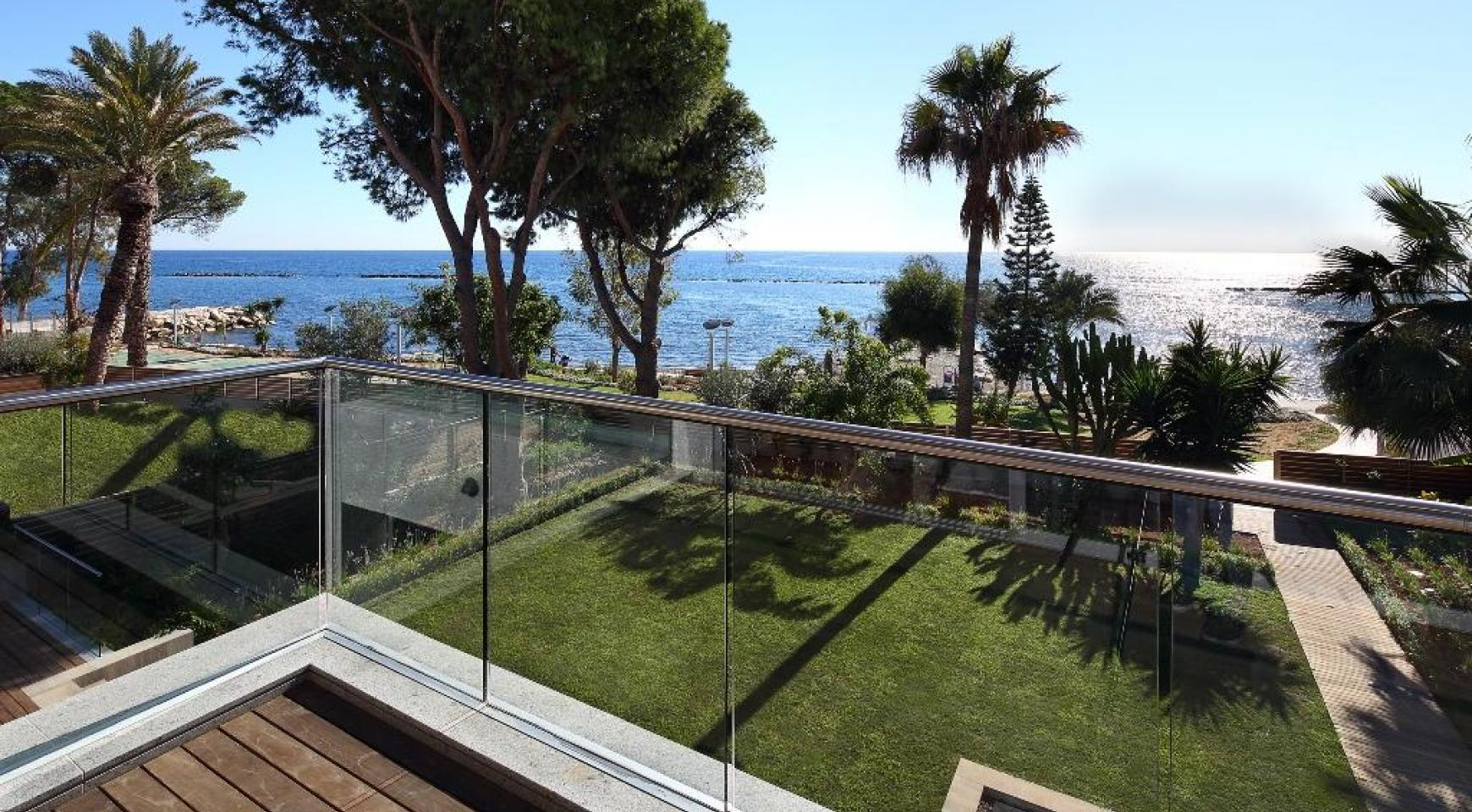 Exclusive 3 Bedroom Apartment with Sea Views - 3