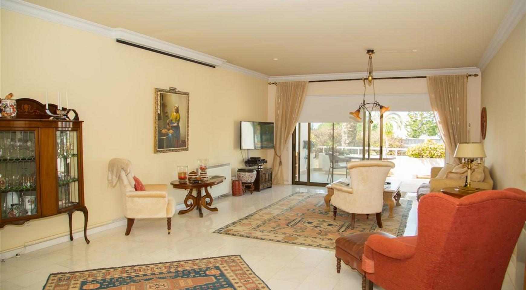 Spacious 3 Bedroom Apartment on the Seafront - 2