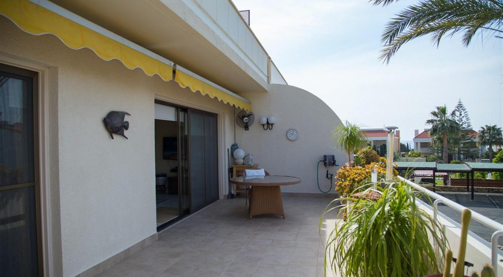 Spacious 3 Bedroom Apartment on the Seafront - 22