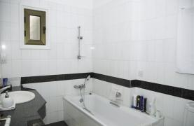 Spacious 3 Bedroom Apartment on the Seafront - 39