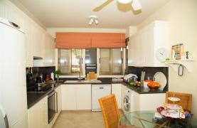 Spacious 3 Bedroom Apartment on the Seafront - 28
