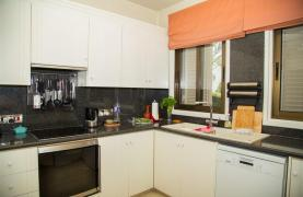 Spacious 3 Bedroom Apartment on the Seafront - 29