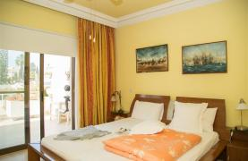 Spacious 3 Bedroom Apartment on the Seafront - 33