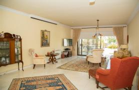 Spacious 3 Bedroom Apartment on the Seafront - 24