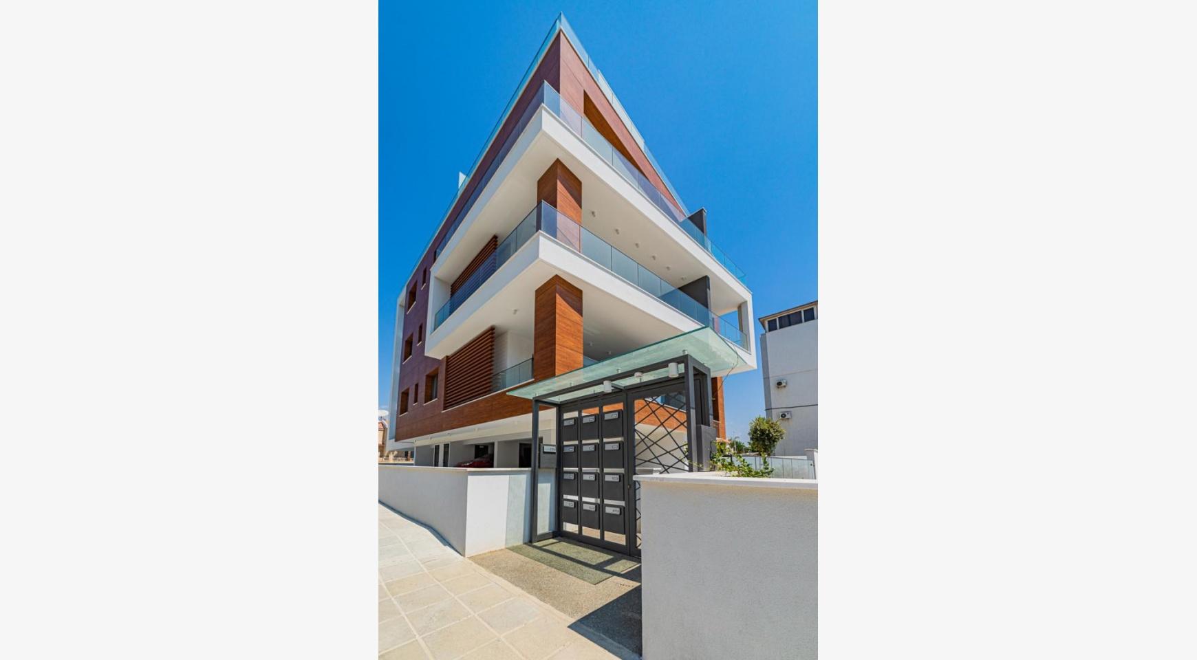 Malibu Residence. Modern One Bedroom Apartment 101 in Potamos Germasogeia - 9