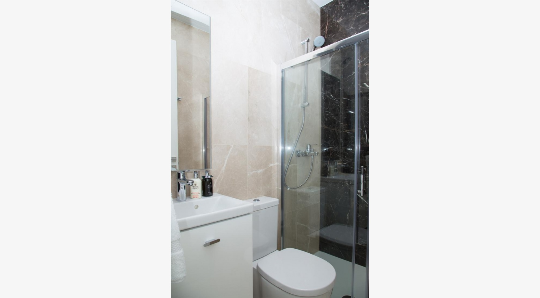 Malibu Residence. Modern 2 Bedroom Apartment 104 in Potamos Germasogeia - 31