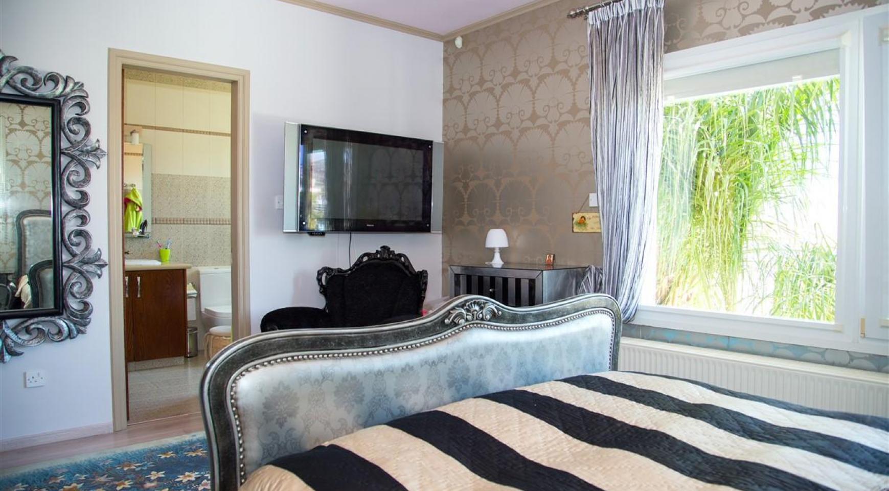Unique 5 Bedroom Villa with Breathtaking Sea Views - 22