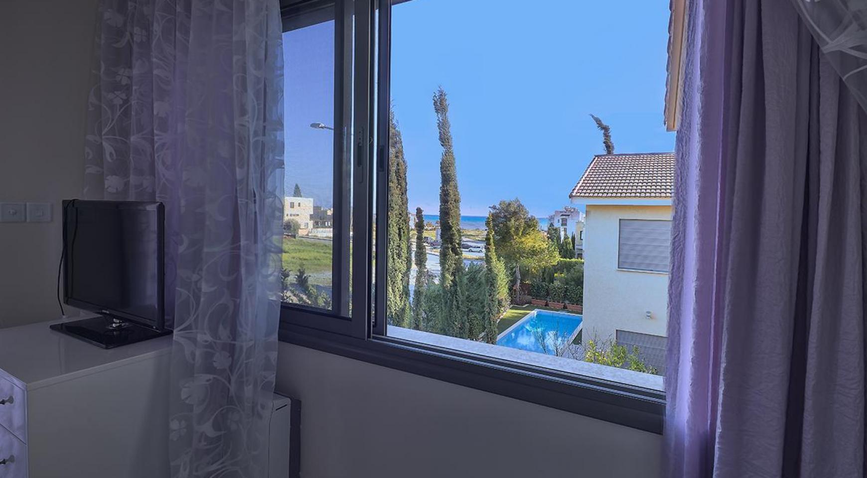 Luxury 4 Bedroom Villa near the Sea - 14