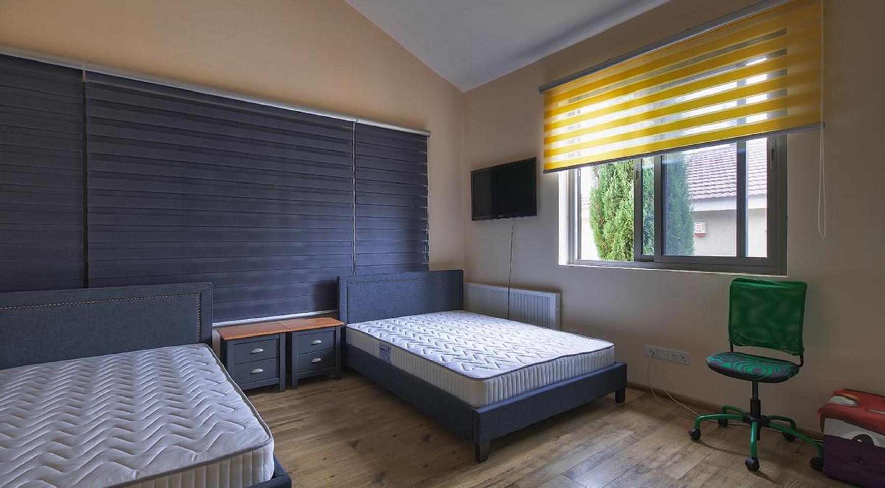 Luxury 4 Bedroom Villa near the Sea - 10