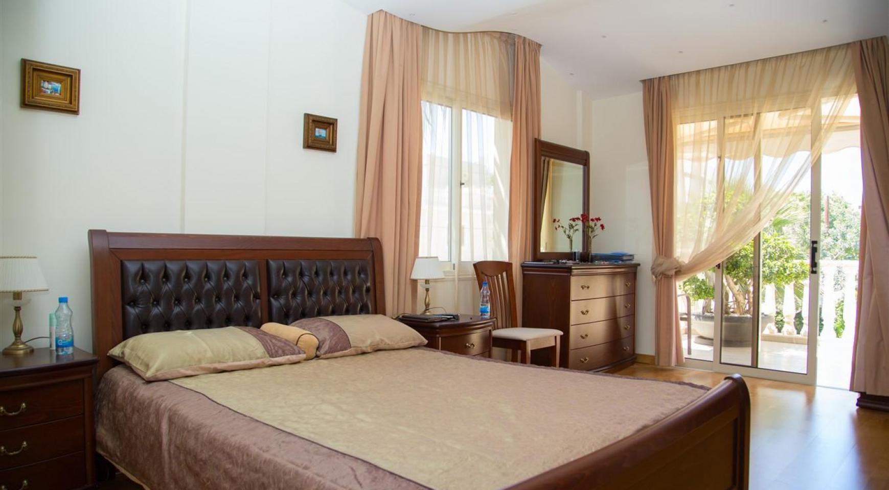 Luxurious 4 Bedroom Villa near the Sea - 27
