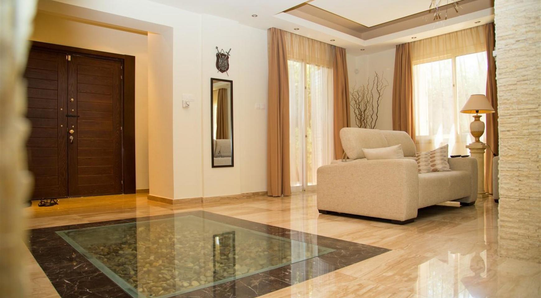 Luxurious 4 Bedroom Villa near the Sea - 10