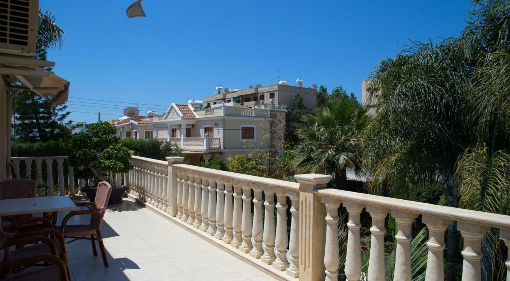 Luxurious 4 Bedroom Villa near the Sea - 24