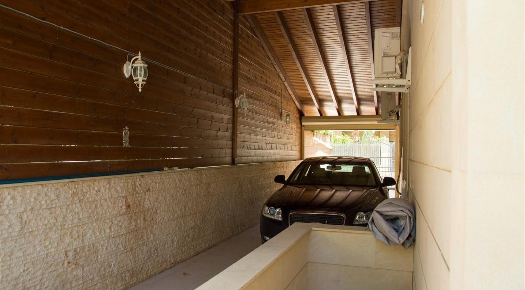 Luxurious 4 Bedroom Villa near the Sea - 38