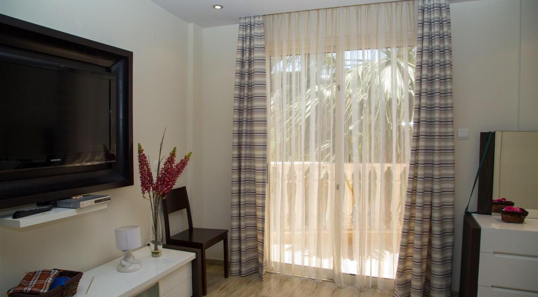 Luxurious 4 Bedroom Villa near the Sea - 23
