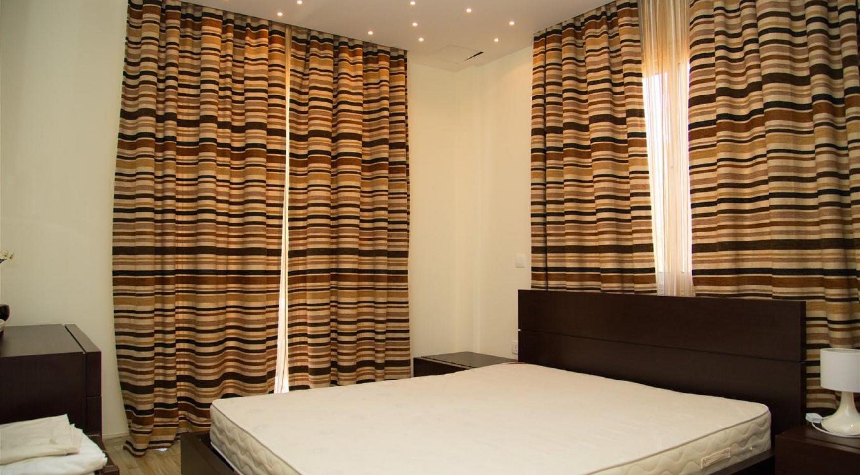 Luxurious 4 Bedroom Villa near the Sea - 16