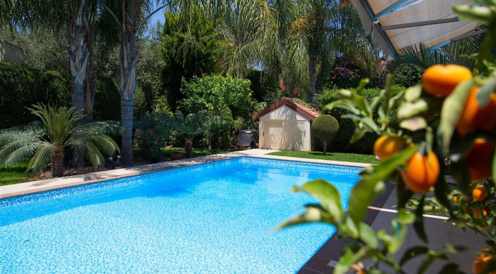 Luxurious 4 Bedroom Villa near the Sea - 40