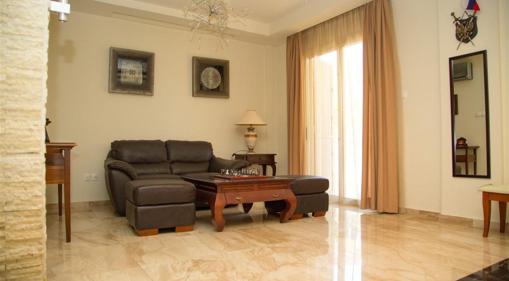 Luxurious 4 Bedroom Villa near the Sea - 14