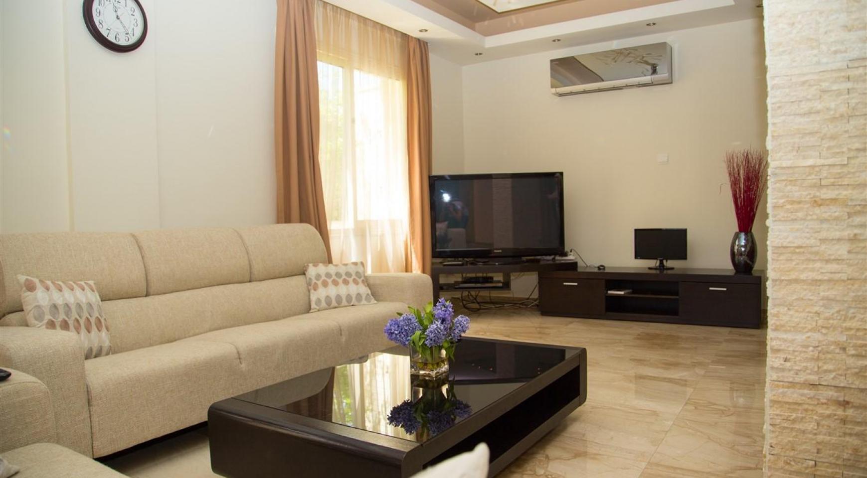 Luxurious 4 Bedroom Villa near the Sea - 6