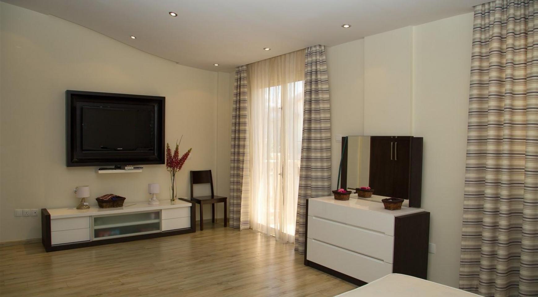 Luxurious 4 Bedroom Villa near the Sea - 21