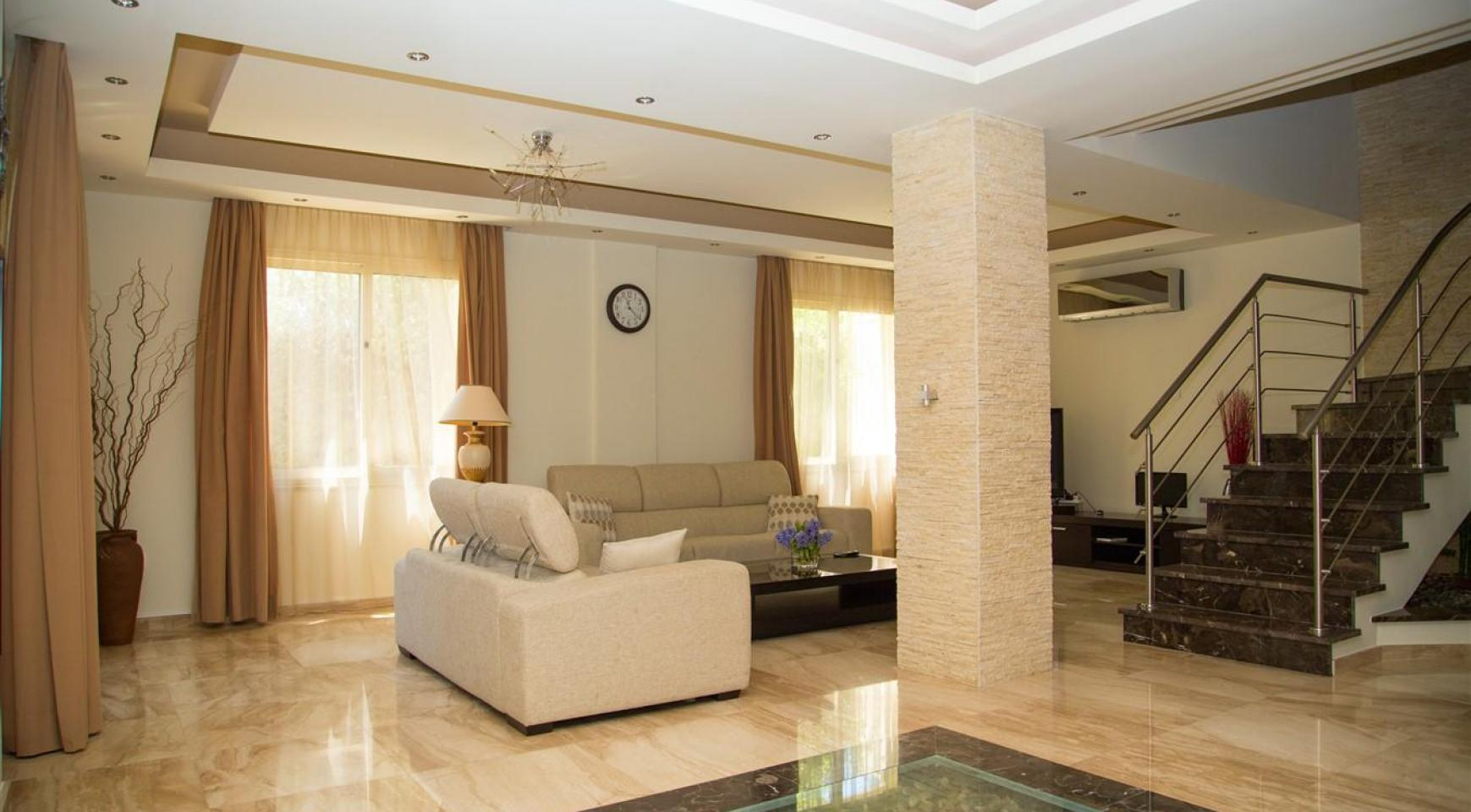 Luxurious 4 Bedroom Villa near the Sea - 3
