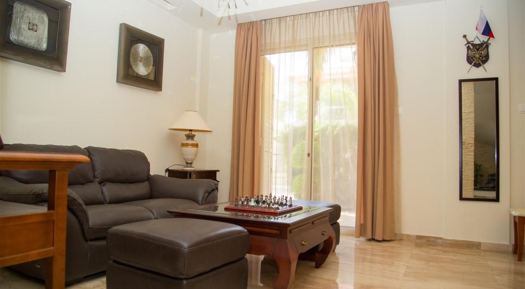 Luxurious 4 Bedroom Villa near the Sea - 5