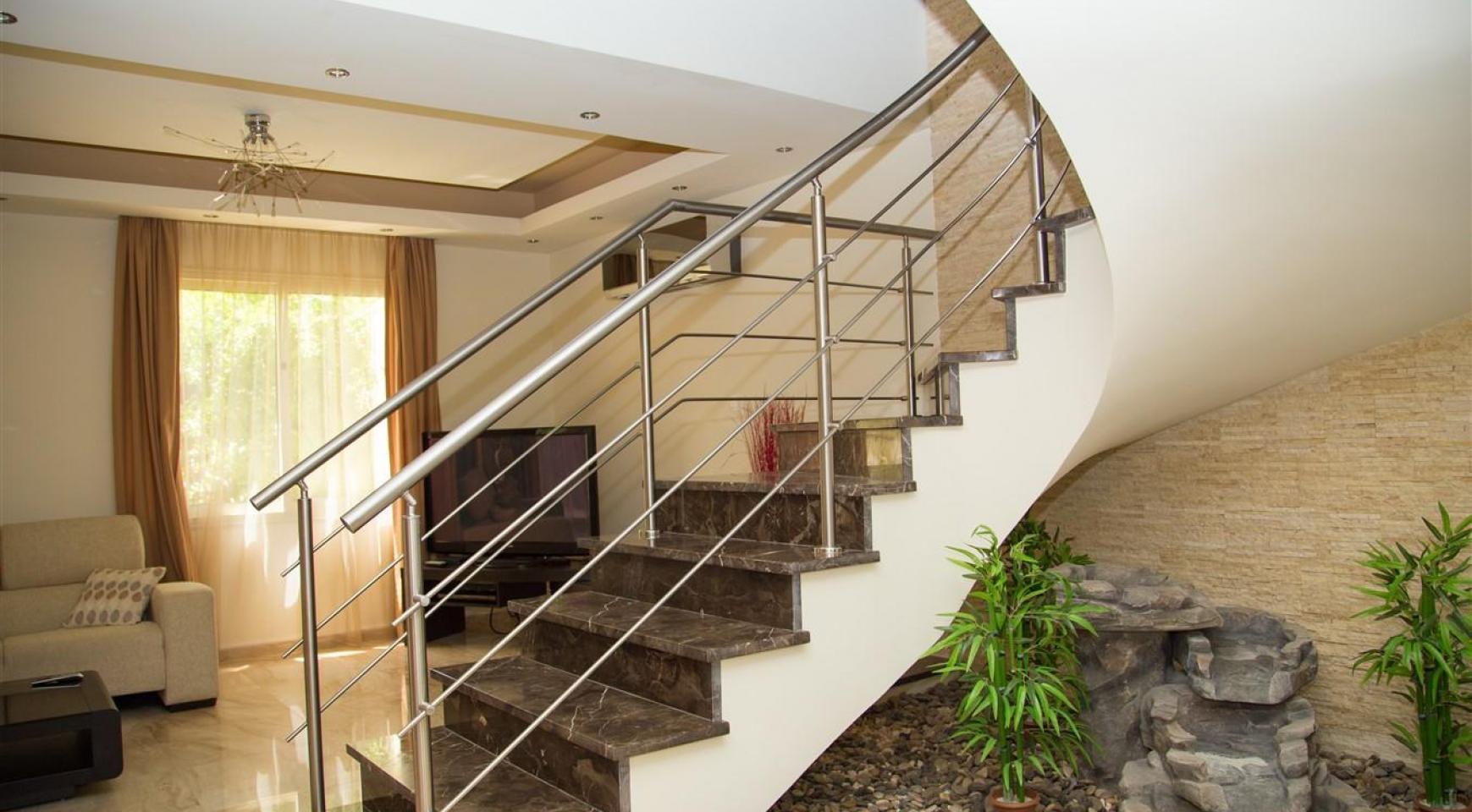 Luxurious 4 Bedroom Villa near the Sea - 7