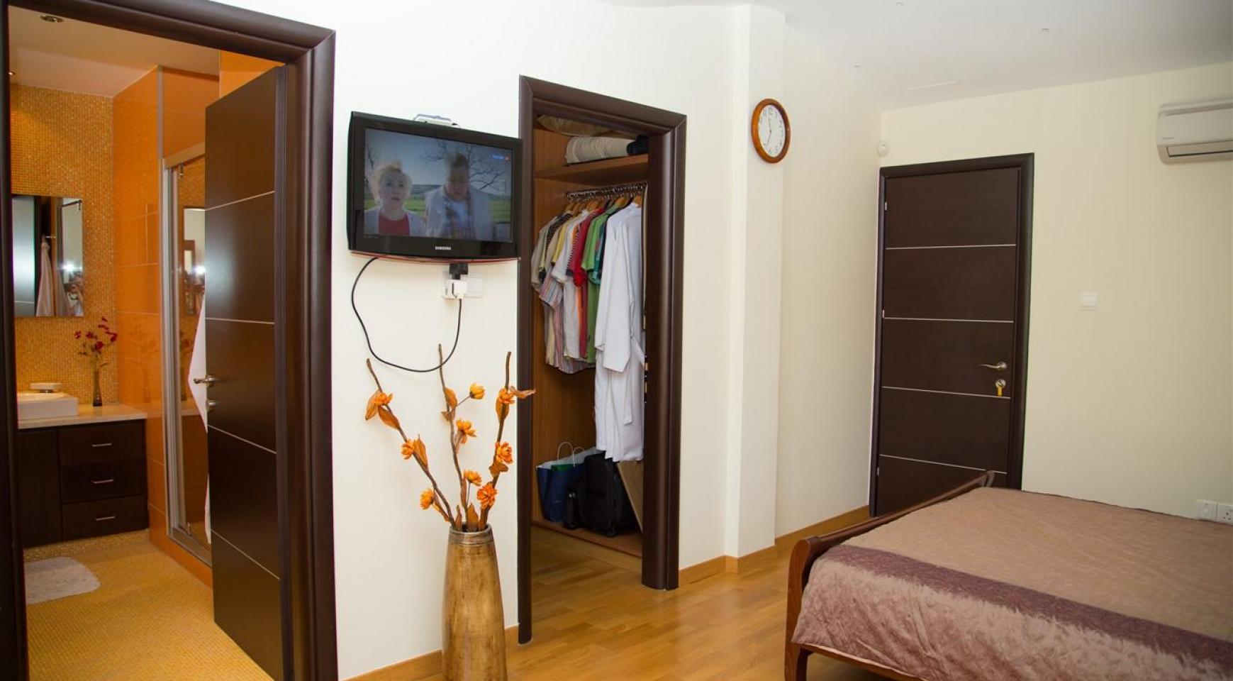 Luxurious 4 Bedroom Villa near the Sea - 28
