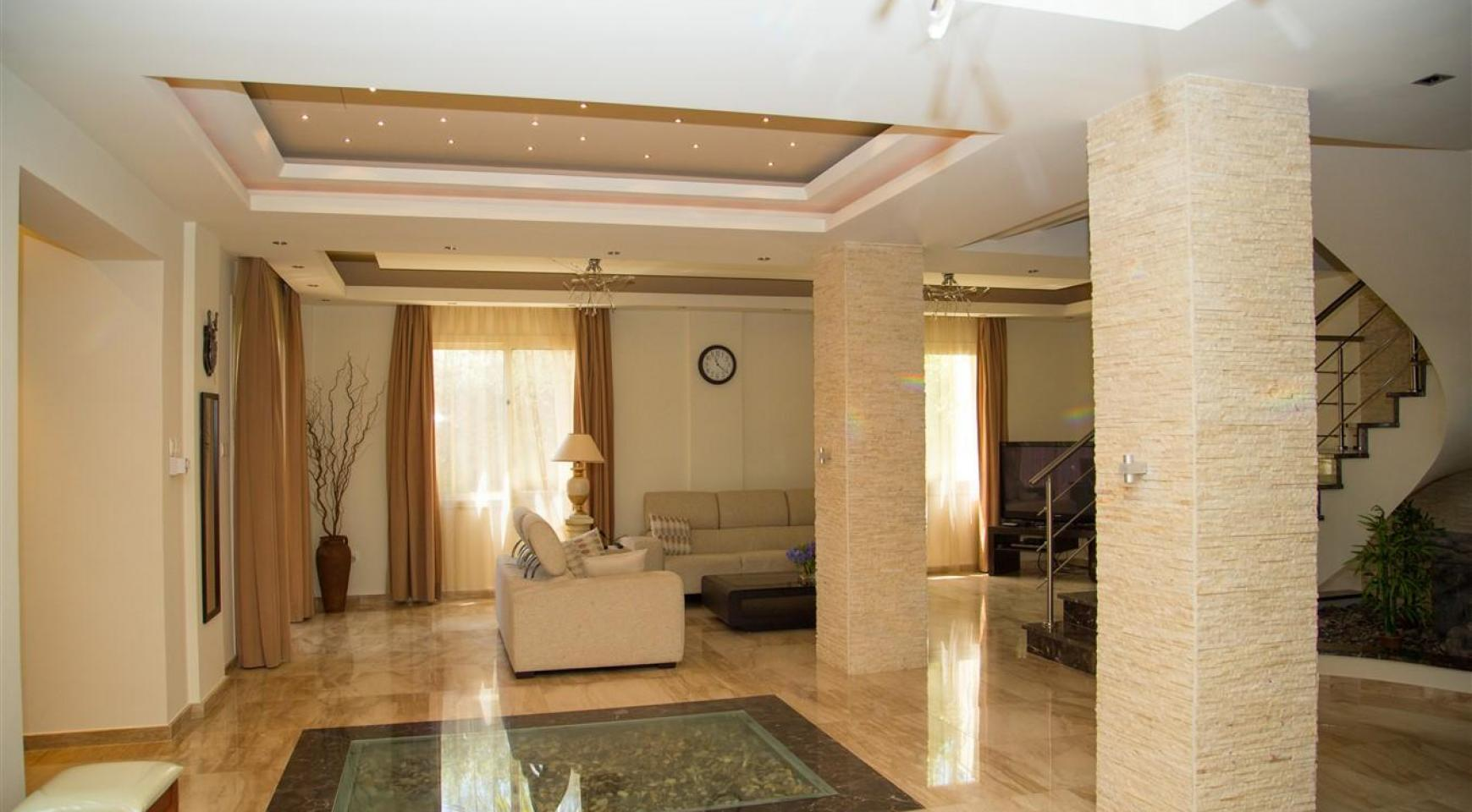 Luxurious 4 Bedroom Villa near the Sea - 4