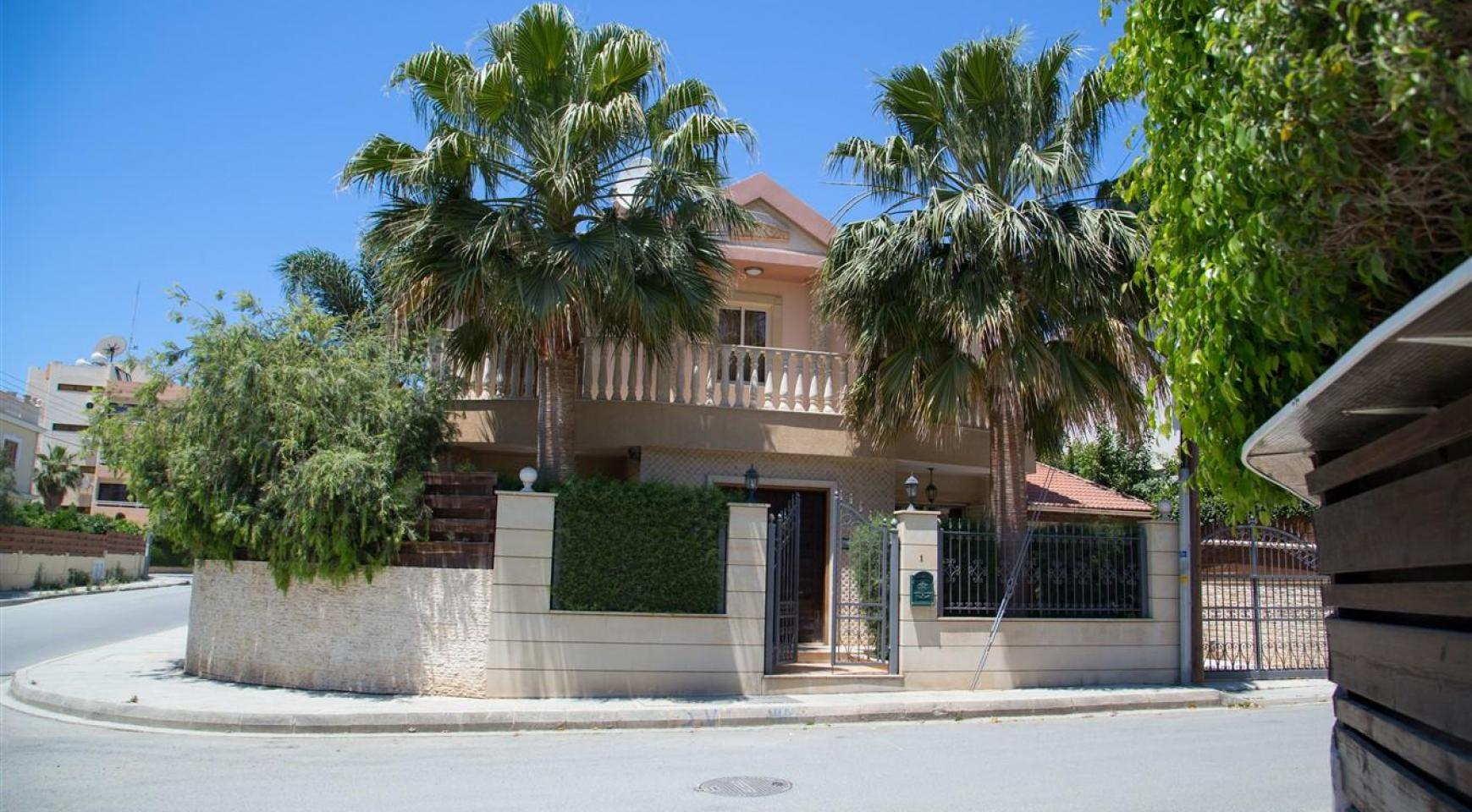 Luxurious 4 Bedroom Villa near the Sea - 45