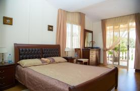 Luxurious 4 Bedroom Villa near the Sea - 74
