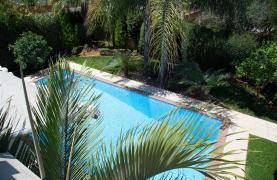 Luxurious 4 Bedroom Villa near the Sea - 48