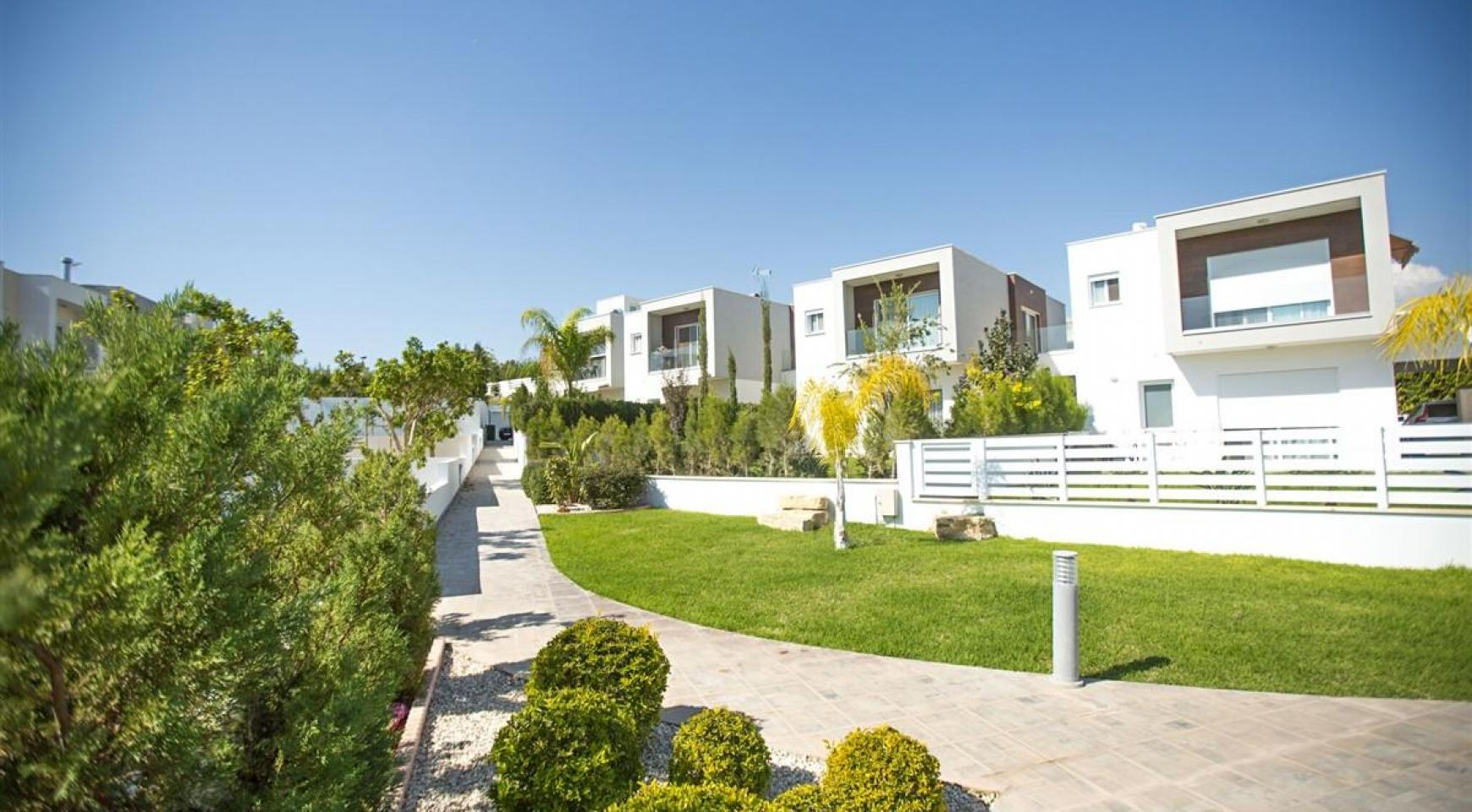 Modern 3 Bedroom Villa with Sea Views - 12