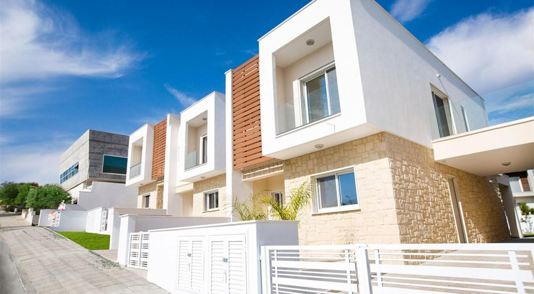 Modern 3 Bedroom Villa with Sea Views - 13