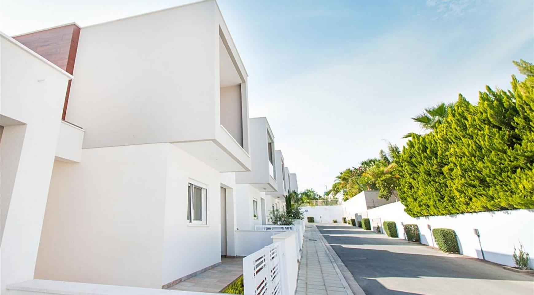 Modern 3 Bedroom Villa with Sea Views - 20
