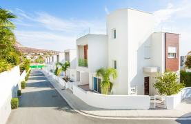 Modern 3 Bedroom Villa with Sea Views - 38