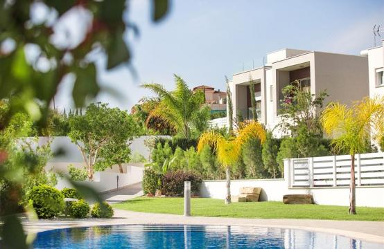 Modern 3 Bedroom Villa with Sea Views