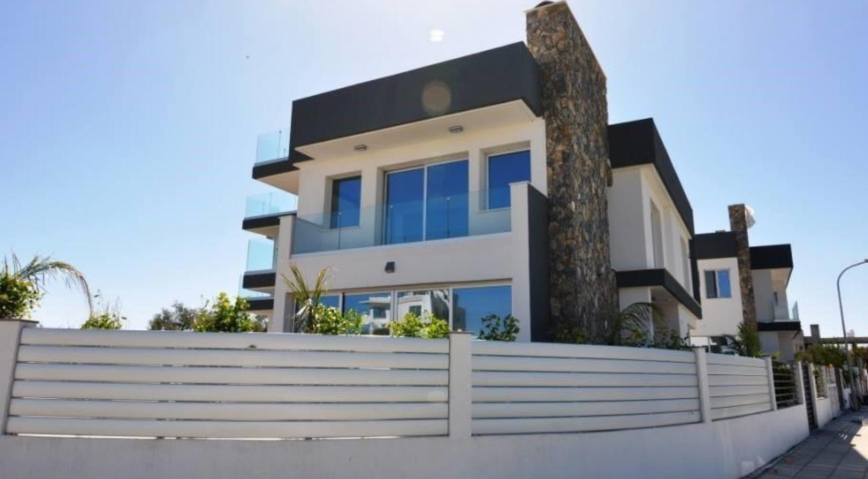 Luxurious Contemporary 5 Bedroom Villa near the Sea - 4