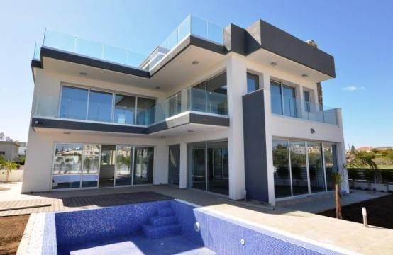 Luxurious Contemporary 5 Bedroom Villa near the Sea