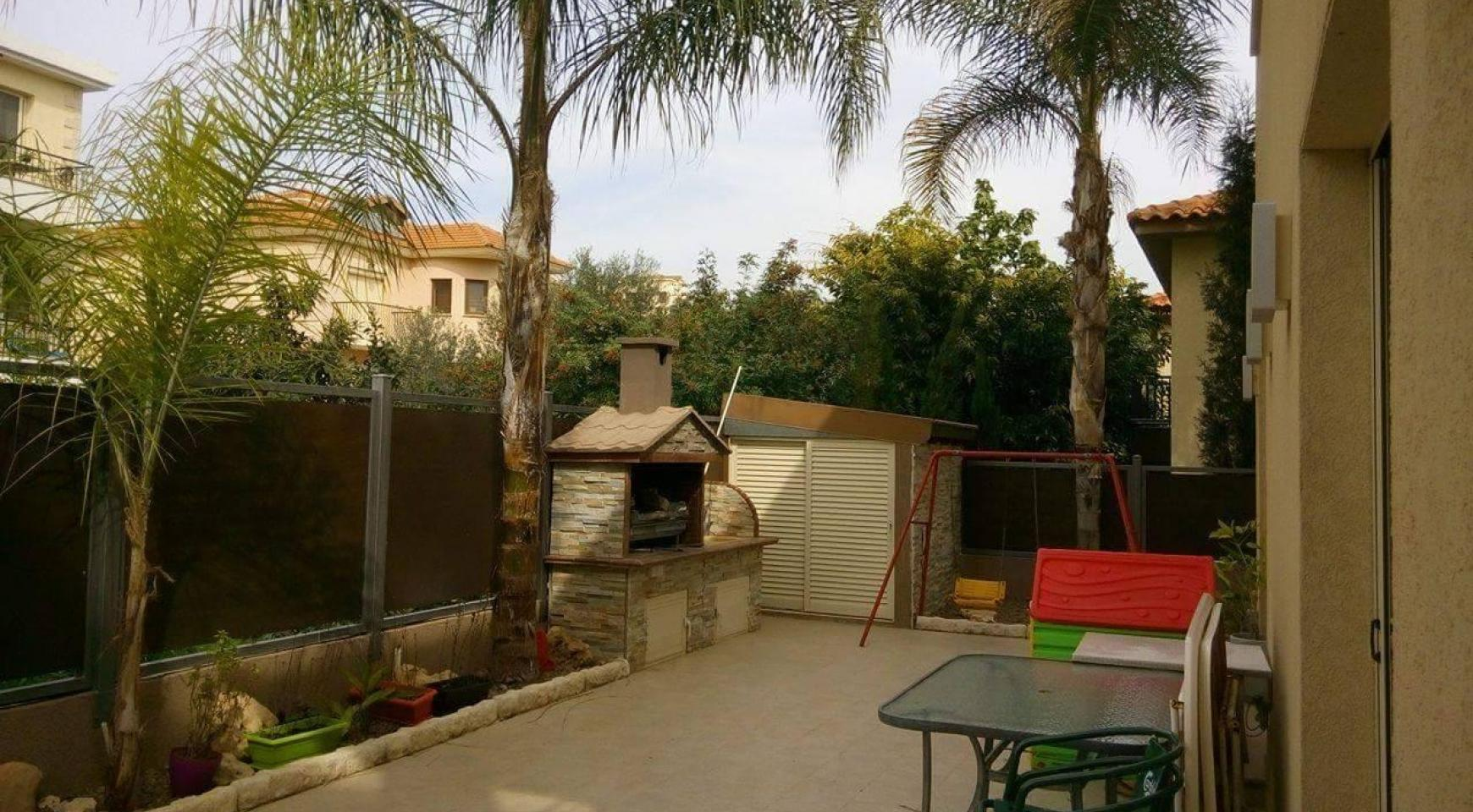 4 Bedroom House in Agios Athanasios Area - 8