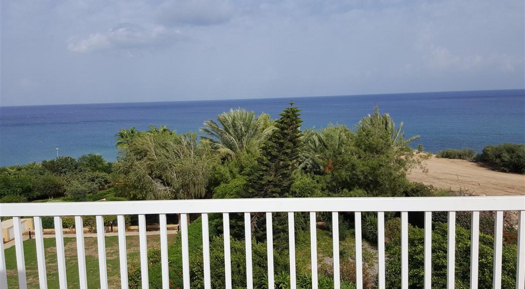 3 Villas with Sea Views in the Prime Seafront Location - 5