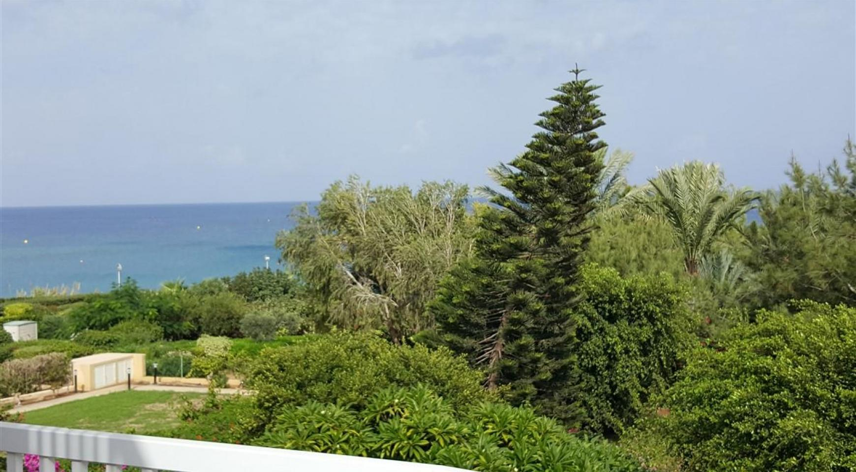 3 Villas with Sea Views in the Prime Seafront Location - 2