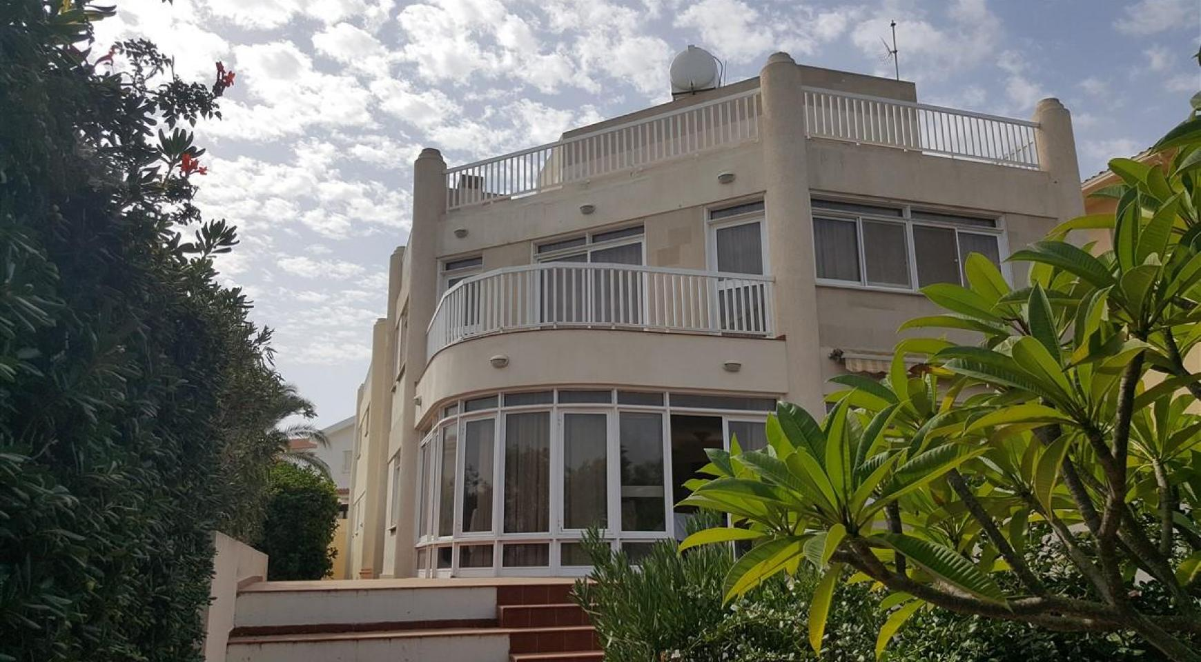 3 Villas with Sea Views in the Prime Seafront Location - 3
