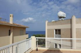 3 Villas with Sea Views in the Prime Seafront Location - 38